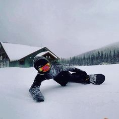 Carving up in Big White, CA : snowboarding