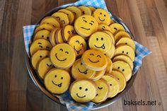Smiley koekjes, super coole #traktatie Recept: http://www.baksels.net/site/emoticonkoekjes/