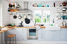 Want to know how to bring Swedish kitchen decor in your home? Parts of Swedish Kitchen Decor Swedish Kitchen, Open Kitchen, Kitchen White, Warm Kitchen, Stone Kitchen, White Kitchens, Kitchen Shelves, Kitchen Cabinets, Open Shelves