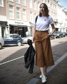 Minimalist style clothing for summer 9 Simple Outfits, Trendy Outfits, Fashion Outfits, Fashion Fashion, Square Pants Outfit Casual, Cullotes Outfit Casual, Culottes Outfit Casual Sneakers, Square Pants Ootd, Hijab Style