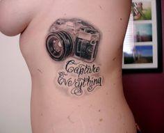 Tatuaje de una cámara fotográfica