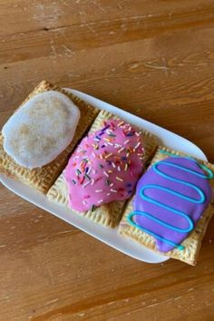 Amaris Riddle's menagerie of baked goods—pop tarts, banana pudding, doughnuts—playfully ditches the butter and eggs. Cake Craft, Vegan Cake, Banana Pudding, Moon Child, Doughnuts, Pop Tarts, Baked Goods, Dallas, Butter