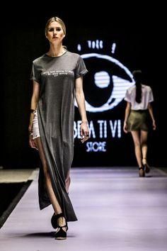 Carol Feltz: T-shirtão com fenda