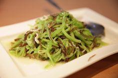 loofah, wood ear mushroom and pork stir fry | Taiwanese cuisine