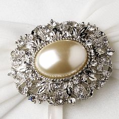 Hey, I found this really awesome Etsy listing at https://www.etsy.com/listing/186096399/vintage-oval-pearl-wedding-brooch-brooch