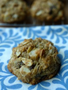 Groumet Cookies Filled with Nuts, Chocolate Chips and Flax Seeds  ナッツとチョコレート、フラックスシード入りのグルメクッキー