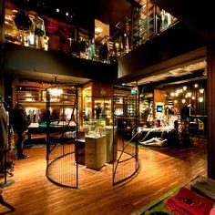 A arquiteta Fernanda Marques foi selecionada para criar a loja conceito da marca John John Denim, na Oscar Freire, em São Paulo. Confira o decor desta loja no MiMostra!
