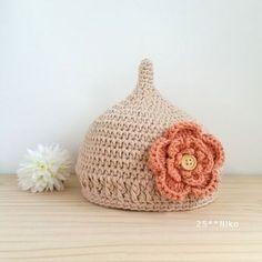 大きなお花モチーフがついたキュートなどんぐり帽子。女の子にピッタリ! Crochet For Kids, Crochet Baby, Baby Beanie Hats, Beanies, Handmade Baby, Headbands, Knitting, Child, Ribbons