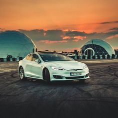 Which countries and companies are poised to win the electric car race? Tesla Motors, Self Driving, Electric Cars, Solar Energy, League Of Legends, Concept Cars, Things To Come, Racing, Boat