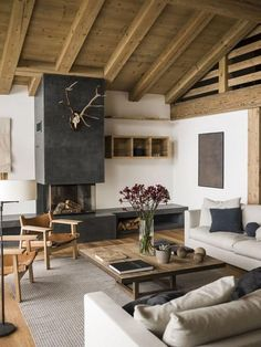 10 Modern Interior Design And Decorating With Rustic Vibe And Shabby Chic Rustic Decoration The aim of the modern rustic house design is to combine a humble home with a playful and organic appeal. That's what a modern rustic house would be, a. Living Room Designs, Living Room Decor, Decor Room, Rustic Modern Living Room, Modern Cabin Decor, Modern Barn, Modern Rustic Interiors, Living Rooms, Rustic Furniture