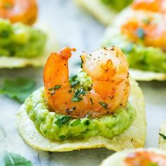 This recipe for Mexican shrimp bites is seared shrimp and guacamole layered onto individual potato chips. A super easy appetizer! Mexican Shrimp Recipes, Mexican Appetizers, Best Appetizer Recipes, Shrimp Appetizers, Finger Food Appetizers, Finger Foods, Recipes Dinner, Fall Recipes, Healthy Recipes