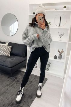 Winter Outfits For School, Trendy Fall Outfits, Casual Winter Outfits, Winter Fashion Outfits, Outfits Otoño, Outfits With Boots, Winter Night Outfit, Cool Girl Outfits, Winter Boots Outfits