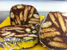 Chocolate Salami (Salame De Chocolate) next on my list to try to make:) Portuguese Desserts, Portuguese Recipes, Portuguese Food, Köstliche Desserts, Delicious Desserts, Dessert Recipes, Yummy Food, Alcoholic Desserts, Appetizers