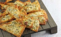 -chips, cheese and Breakfast Desayunos, Snack Recipes, Cooking Recipes, Fast Food, Snacks Für Party, Appetisers, Food Design, My Favorite Food, Food Inspiration