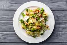 A Cézár-saláta ugyanúgy olasz-amerikai étel, mint mondjuk a pizza, és habár egészen más műfaj, legalább annyira szeretjük. Van benne parmezán ugyanis, és ez bőven elég indok, meg még egy csomó finomság. Mondjuk, majonéz az pont nincs, csak a félreértések elkerülése végett szólunk, de akkor mi? Van…