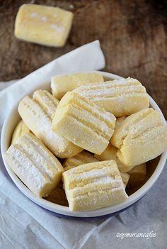 Sırlarıyla Un Kurabiyesi Tarifi - galletas - Las recetas más prácticas y fáciles Delicious Cake Recipes, Yummy Cakes, Cookie Desserts, Cookie Recipes, Biscuits, What Can I Eat, No Flour Cookies, Cake Flour, Recipe Mix