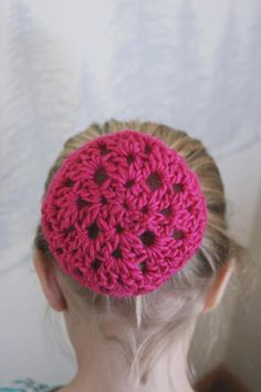 """Sugar Plumb Ballet Bun Covers """"This sweet pattern can be customized for any dancer, equestrian Crochet Snood, Crochet Bows, Crochet Headband Pattern, Form Crochet, All Free Crochet, Crochet Crafts, Crochet Projects, Crochet Patterns, Crochet Headbands"""