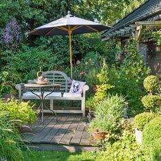 Der klassische Landhausgarten ist seit Jahrzehnten einer der beliebtesten Gartenstile. Hier erfahren Sie, wie Sie ihr eigenes ländliches Idyll geschmackvoll gestalten.