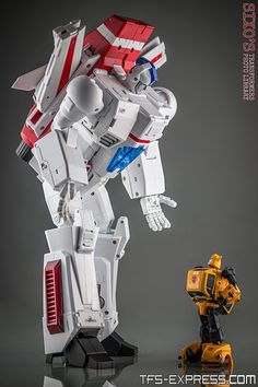 FansToys FT-10 Phoenix with MP-21 Bumble (Bumblebee)