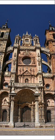 Astorga Cathedral - Castile and León, Spain Architecture Antique, Sacred Architecture, The Places Youll Go, Places To See, Cathedral Church, Balearic Islands, Spain And Portugal, Chapelle, Place Of Worship