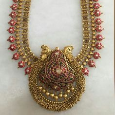 Ruby Floral Set with Swirls Pendant Gold Temple Jewellery, Gold Jewellery Design, India Jewelry, Gold Jewelry, Gold Necklace, Baby Jewelry, Jewellery Earrings, Unique Earrings, Necklace Set