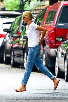 Cameron Diaz in Badly Fitting Boyfriend Jeans CameronDiaz-Ripped Jeans-01.jpg