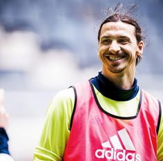 Zlatan Ibrahimovic 'to join Manchester United on one-year deal'
