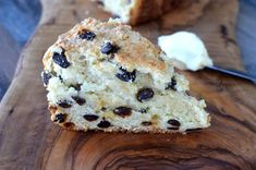 The BEST Irish Soda Bread! It takes less than 10 minutes to prep and 60 to bake. The result is a moist, sweet, cake-like Soda Bread of your dreams Mini Desserts, Dessert Recipes, Cake Recipes, Breakfast Recipes, Fresh Pineapple Recipes, Irish Bread, Moist Irish Soda Bread Recipe, Oreo Shake, Quick Bread Recipes