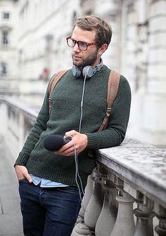 深緑セーター×リジッドデニムの着こなし【秋】(メンズ) | Italy Web