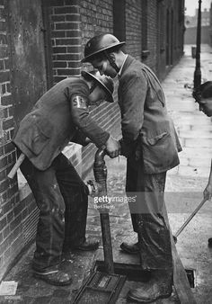Teenage firefighters connect a hose to a hydrant, London, April 1941. They are members of the 'Dead End Kids' - a gang of teenage boys from the East End of London, who work as unofficial fire fighters during the Blitz. Original publication: Picture Post - 721 - Dead End Kids - unpub. (Photo by Bert Hardy/Hulton Archive/Getty Images) )