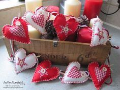 Cinnamon Sally Designs: Red and White Hearts!!
