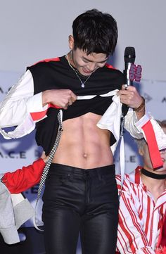 [170522] Lee Donghun feeding us well #ace #에이스 #donghun #leedonghun  http://pic.twitter.com/JjhWBPIctp