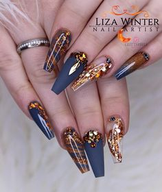 🍁🌊⚜️COPPER QUEEN ⚜️🌊🍁 This might be my fave fall set ever!/ Dieses Set ist womöglich mein lieblings Herbst Set 🍁 Products used. Ongles Bling Bling, Bling Nails, Red Nails, Swag Nails, Grunge Nails, Brown Nails, Long Nail Art, Red Nail Art, Nail Art Designs