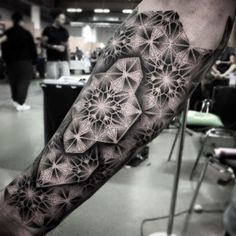 50 Geometric Forearm Tattoo Designs For Men - Manly Ideas - Man Style Geometric Forearm Tattoo Designs, Geometric Sleeve Tattoo, Badass Tattoos, Body Art Tattoos, Sleeve Tattoos, 3d Tattoos, Tatoos, Trendy Tattoos, Tattoos For Guys