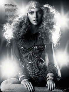 http://www.fashionisingpictures.net/photoshoots/110831arizonamusedances.jpg