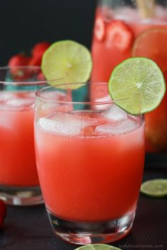 A fresh Strawberry Limeade made with 5 ingredients and done in 5 minutes - its a must this summer!