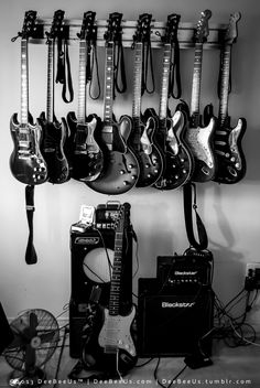 Play Music Easily With These Simple Guitar Tips. Have you had the experience of picking a guitar up and wanting to play it? Have you wondered if you have musical talent? Black And White Picture Wall, Black And White Pictures, Wow Photo, Instruments, Rock Poster, Guitar Photography, Estilo Rock, Music Aesthetic, Black And White Aesthetic
