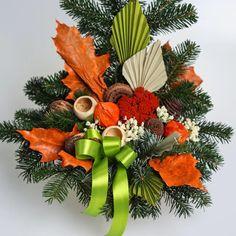 Aranžmán, ktorý má živý čečinový základ, umelé kvety a sušiny. Pinecone, Christmas Wreaths, Holiday Decor, Fall, Home Decor, Xmas, Autumn, Pineapple, Decoration Home