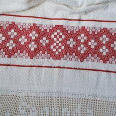 Pano de copa bordado atoalhado Tucano Hand Embroidery Design Patterns, Pattern Design, Elsa, Anul Nou, Dish Towels, Embroidery Hoop Crafts, Crochet Fish, Embroidered Towels, Napkins