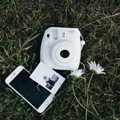 Camera Polaroid - Ideas That Produce Nice Photos Despite Your Skills! Polaroid Instax, Instax Mini Camera, Instax Mini 8, Fujifilm Instax Mini, Film Polaroid, Fuji Instax, Girls Tumblrs, Galactik Football, Football Boots