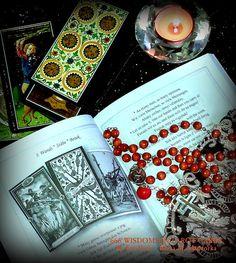 TAROT BOOK: 666 WISDOMS IN TAROT CARDS * Old adages, aphorisms in the Devil's Bible * Tarot school in three languages, esotericism and language learnings