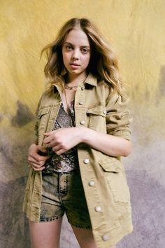 Nicole Miller Pre-Fall 2021 Collection - Vogue Nicole Miller, Vogue Paris, Vogue Russia, Fashion Show Collection, Mannequins, Distressed Denim, Street Style Women, Short Skirts, Military Jacket