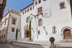 Sitges is more than a resort. Explore its old town which offers a history lesson for free. Marvel at the architecture through the ages. Sitges, Station Balnéaire, Spain Holidays, Barcelona Travel, Great Memories, Rue, Old Town, Places To Visit, Street View