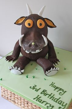 The Gruffalo theme.... colour scheme: brown, white and green... #DIY #crafts