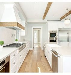 50 Best Small Kitchen Ideas and Designs for 2019 - The Trending House Red Kitchen, Wooden Kitchen, Updated Kitchen, Kitchen Sink, Kitchen Island, American Kitchen Design, Small American Kitchens, Kitchen Trends, Kitchen Designs