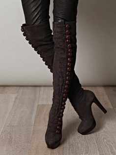 Christian Louboutin boots with buttons Botas Sexy, Christian Louboutin, Cute Shoes, Me Too Shoes, Louboutin Boots, Knee High Boots, High Heels, Tall Boots, Shoes Heels