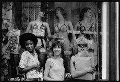 Amanda Jones, Elda Gentile, and Debbie Harry of The Stilettos photographed by Chris Stein, 1972 (x)