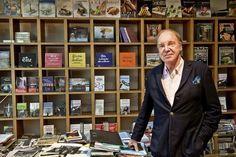 En octobre dernier, l'éditeur et fondateur du Salon du livre de Genève Pierre-Marcel Favre a été décoré Commandeur de l'Ordre national de Côte d'Ivoire.