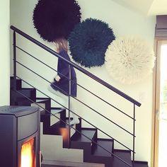 Réchauffer un intérieur indus avec des juju hats noir, vert et blanc. #industrialdesign #jujuhat #madecoamoi #ethnic #de...