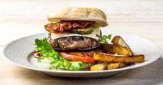 Big Papa Burger Laget til meg selv oktober Ble gode og saftige! Beste Burger, Aioli, Hamburger, Food And Drink, Cheddar, Bacon, Chicken, Big, Ethnic Recipes